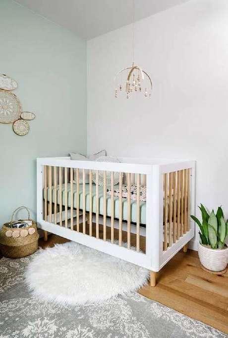 36. Para a decoração de quarto de bebê simples invista em móveis com linhas mais retas e em tons claros – Foto: Home Decoo