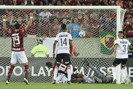 Diego abriu o placar para o Flamengo