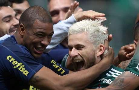 Lucas Lima marcou os dois gols do Palmeiras