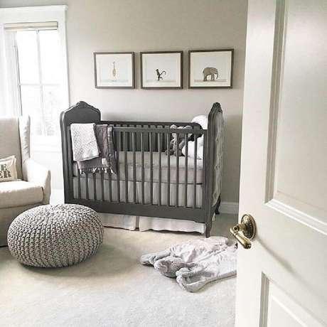 60. Tons de cinza levam modernidade e beleza ao quarto de bebê simples e barato – Foto: Pinterest