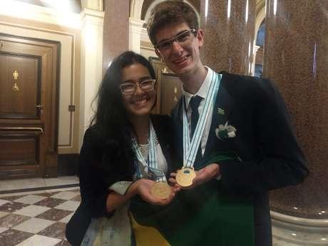 Ivna Gomes e Vinícius Armelin, primeiros medalhistas de ouro do Brasil na história