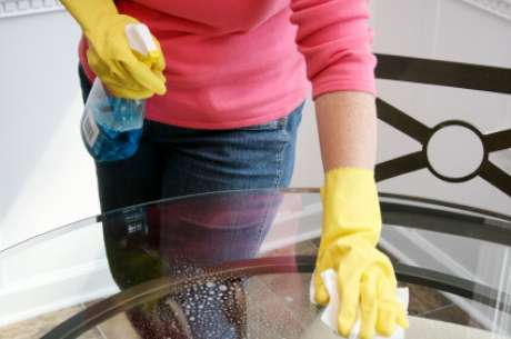 7. Agora você já sabe como limpar vidros de mesa engordurados
