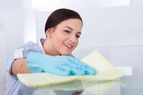 9. Viu só como é simples saber como limpar vidros de mesa embaçados?