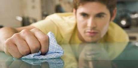 8. É super simples e muito importante saber como limpar vidros de mesa no dia a dia
