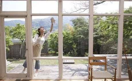 1. Descubra como limpar vidros e tenha janelas e portas como essas