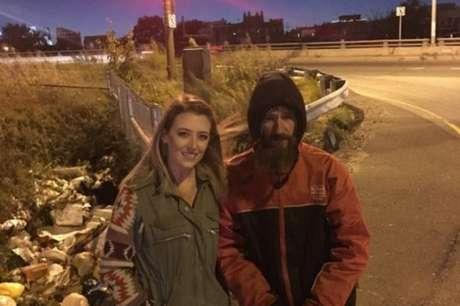 A motorista Kate McClure e o morador de rua Johnny Bobbitt Junior, em 2017