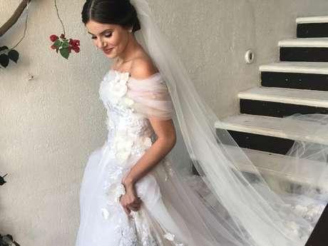 Camila Queiroz apostou em modelo romântico para o casamento