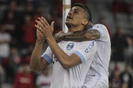 Cícero abriu o placar para o Grêmio