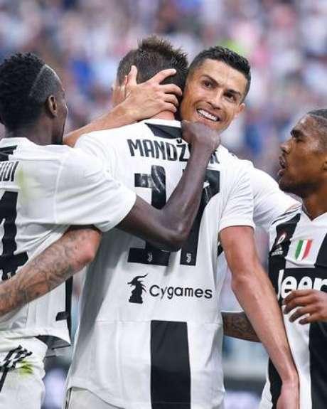 03377e79b7 Cristiano Ronaldo comemora gol de Mandzukic contra a Lazio