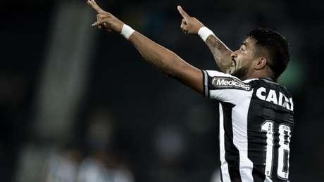 Aguirre precisou de oito minutos em campo para marcar o seu primeiro gol pelo Botafogo (Jorge Rodrigues/Eleven)
