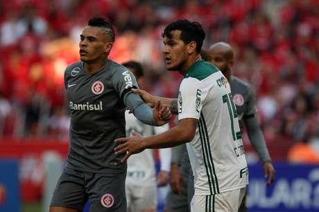 Jogadores do Palmeiras tiveram que trocar de uniforme no intervalo