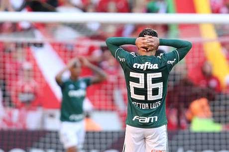 Victor Luís lamenta chance perdida do Palmeiras