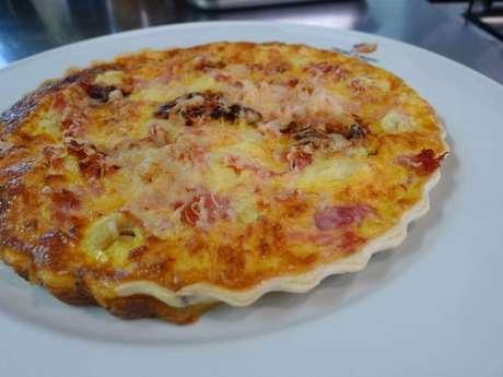 Quiche royale: recheio de queijo, presunto, champignon e tomate seco