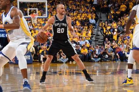 Ginobili é um dos maiores atletas da história do Spurs (Foto: AFP)