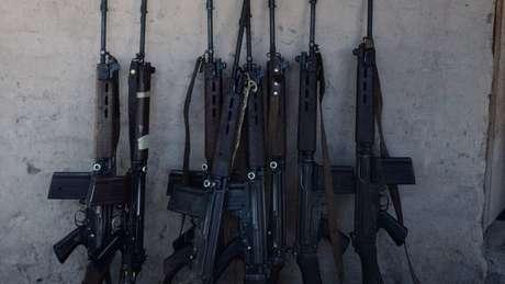 Os fuzis FN FAL são amplamente utilizados por forças de segurança no mundo; mais de 40 unidades foram furtadas
