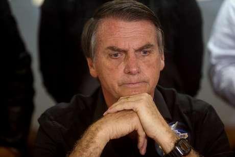 Bolsonaro, que lidera as pesquisas de intenção de voto no cenário sem o ex-presidente Luiz Inácio Lula da Silva, tem defendido uma flexibilização nas regras para obtenção de porte de arma