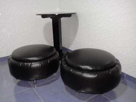 7. O courino é um material que dá uma aparência bem interessante ao puff de pneus. Foto de OLX