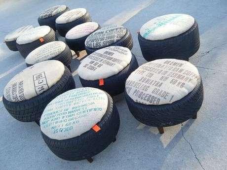 2. Há a possibilidade de deixar o visual natural do pneu ou cobri-lo com tecido, corda ou outros materiais. Foto de Deguile Móveis