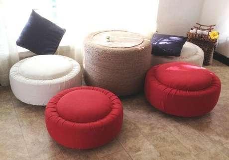 4. Puffs baixos vermelhos e brancos. Foto de Instructables