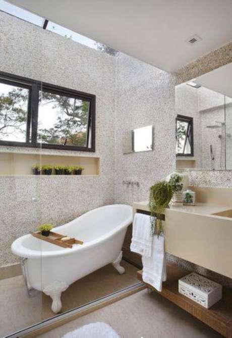 8. Banheiros modernos com banheira deixam o banho ainda mais relaxante