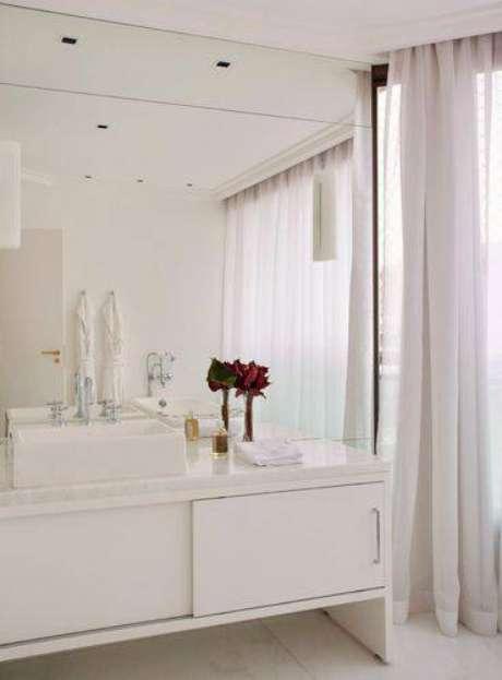 14. Banheiros modernos com cortina leve é sofisticado