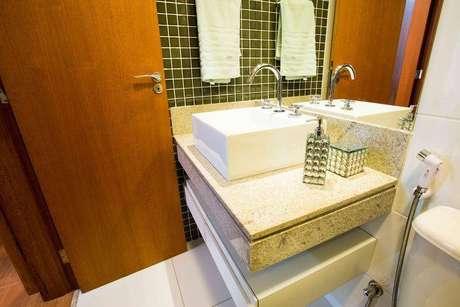 16. Antes de comprar os itens do banheiro, meça todo o espaço para que ele fique bonito e moderno