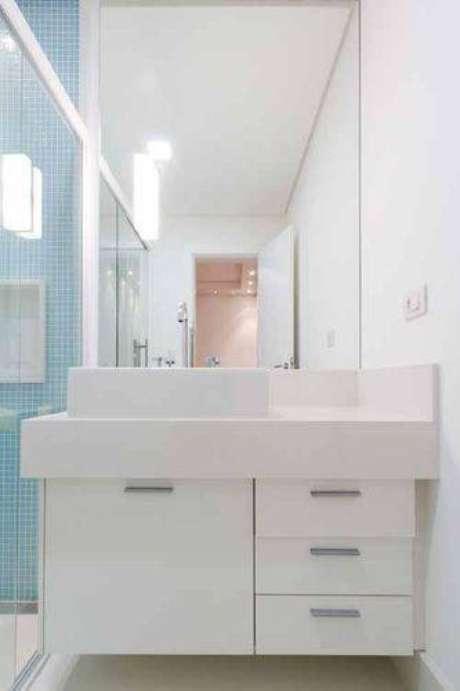18. Banheiros modernos são arejados, mesmo que pequenos