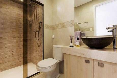 22. A mescla de texturas e revestimento fica linda em banheiros modernos