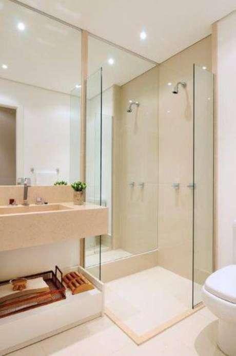24. Alguns banheiros modernos possuem espelho no box