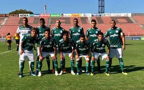 Artur (1º da esq. para a dir. na 2ª fileira) e Vitinho (3ª da esq. para a dir. na 2ª fileira (Foto: Divulgação/Palmeiras)