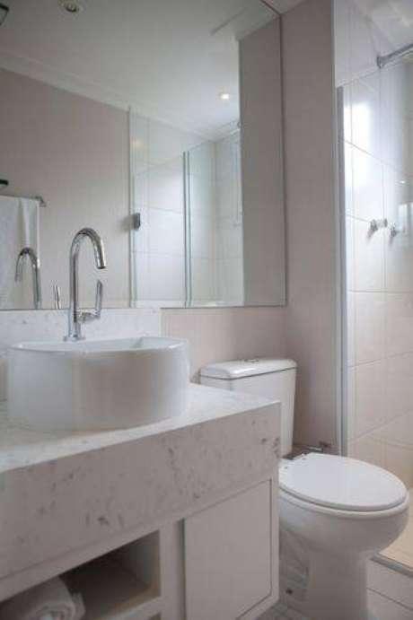 4. Banheiros modernos são bem iluminados e com o espaço otimizado