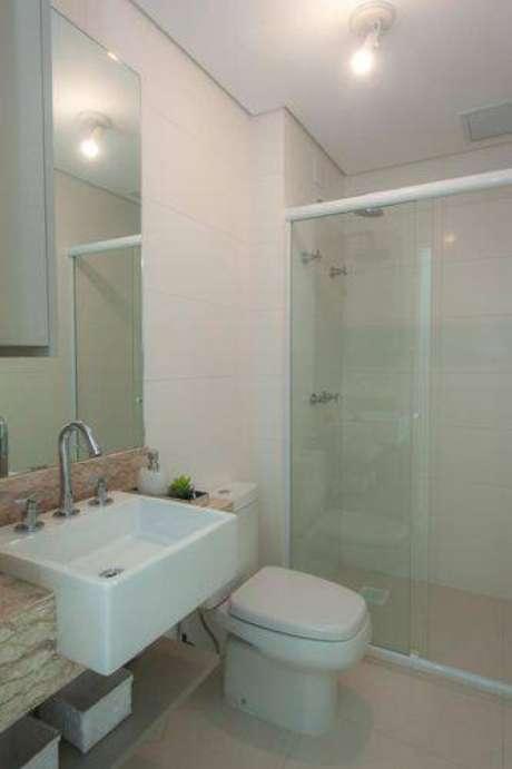 31. Banheiros simples também podem ser modernos e práticos