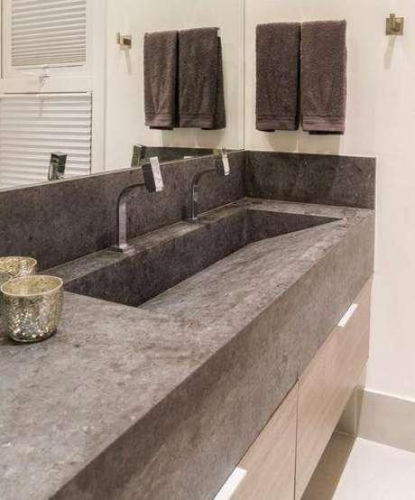 39. Há modelos de cubas que são lapidadas diretamente na pedra da bancada, perfeito para banheiros modernos