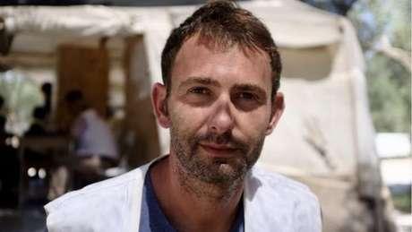 Médicos Sem Fronteiras têm feito pressão para que as crianças sejam movidas para Atenas, diz Luca Fontana