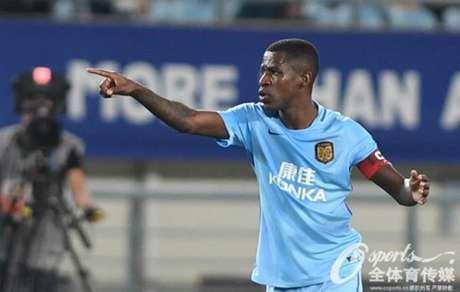 Ramires já está na sua terceira temporada pelo clube asiático (Foto: Reprodução / Osports)