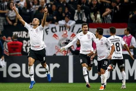 Roger comemora gol do Corinthians