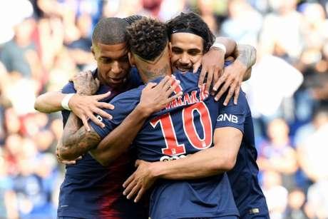 Neymar, Mbappé e Cavani estarão em campo contra o Nimes (Foto: AFP)