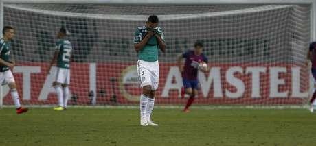 Borja, do Palmeiras, lamenta gol do Cerro Porteño, em partida válida pelas oitavas de final da Copa Libertadores da América, no Allianz Parque, na zona oeste da capital paulista, nesta quinta-feira, 30.