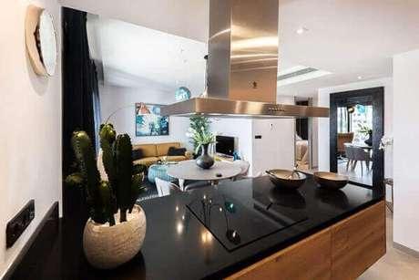 42- Vaso com cactos decora cozinha moderna com elegância. Fonte: Unplash