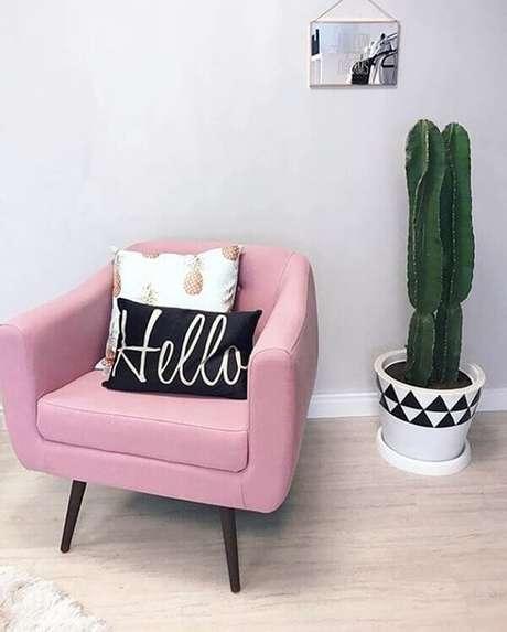 58- A decoração de salas e quartos são realçados pelo vaso escultural de cactos. Fonte: Pinterest