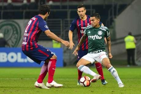 Dudu, do Palmeiras, na partida contra o Cerro Porteño, válida pelas oitavas de final da Copa Libertadores da América, no Allianz Parque, na zona oeste da capital paulista, nesta quinta-feira, 30.