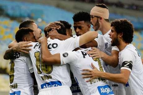 Com Gabriel inspirado, o Santos alcançou sua terceira vitória consecutiva no Campeonato Brasileiro: aplicou 3 a 0 no Vasco em pleno Maracanã