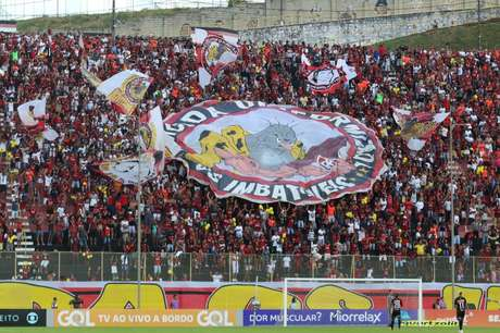 Torcida do Vitória compareceu em peso no Barradão para apoiar a equipe na luta contra o rebaixamento