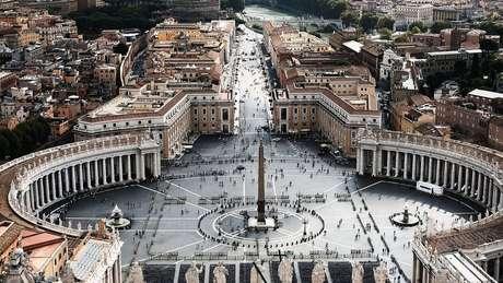 Acusações contra papa são parte de um embate ideológico dentr do Vaticano