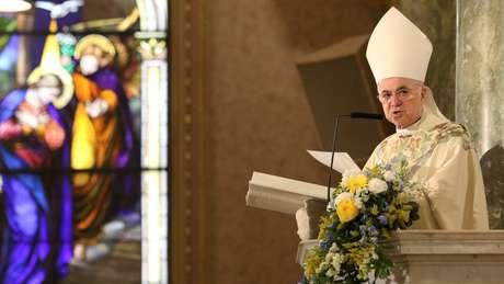 Carlo Maria Viganò acusa Francisco de ter acobertado crimes sexuais cometidos pelo ex-arcebispo de Washington e pede a renúncia do papa