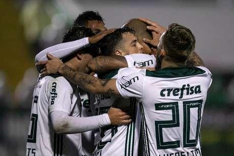 O inédito triunfo por 2 a 1 sobre a Chapecoense deixa a equipe dirigida pelo técnico Luiz Felipe Scolari mais perto da liderança do Campeonato Brasileiro
