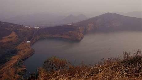 O Nyos é um lago vulcânico localizado em uma parte remota de Camarões, no oeste da África