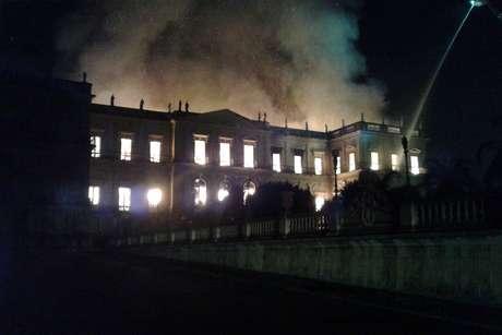 O Museu Nacional, em chamas
