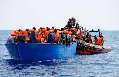 Migrantes resgatados pela ONG SOS Méditerranée, em 10 de agosto de 2018
