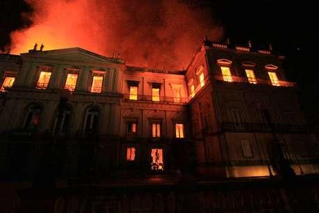 Incêndio de grandes proporções atingiu Museu Nacional do Rio de Janeiro